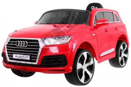 Car on Audi Q7 battery red