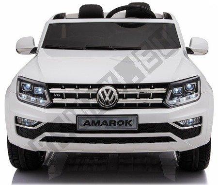 Auto auf einem VW AMAROK Akku weiß!